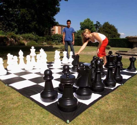 Piezas de ajedrez gigante for Ajedrez gigante jardin