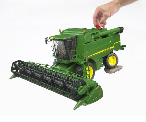 Cosechadora de juguete JOHN DEERE T670i