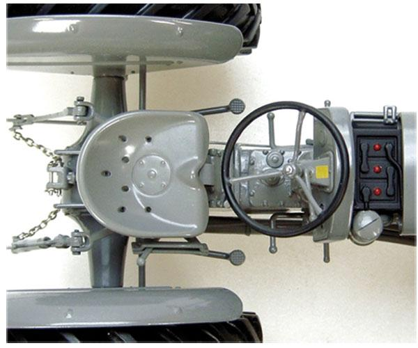 Replica tractor FERGUSON TEA20 - Ítem5