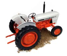 Réplica tractor CASE DAVID BROWN 995 Universal Hobbies UH4885 - Ítem10