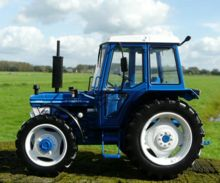 Replica tractor FORD 7610 4WD - Ítem1
