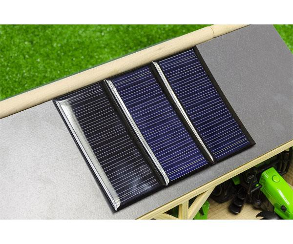 Pack almacén con tres placas solares y tractor con remolque para miniaturas escala 1:50 610048 - Ítem1