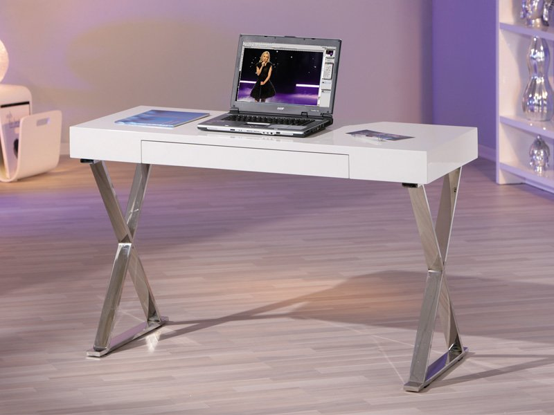 escritorio blanco con patas cromadas