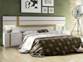 Dormitorio con cabecero a rayas