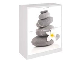 Zapatero con dibujo de flor y piedras