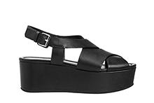 Sandalia cruzada de piel color negro. Cierre hebilla. Plataforma 4cm. Piso de goma