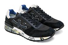 Zapatilla deportiva con cordones, en ante y nylon azul oscuro. Logo piel. Piso de goma.