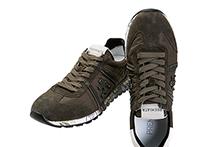 Zapatilla deportiva con cordones, en ante y nylon color caqui. Logo piel. Piso de goma.
