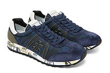 Zapatilla deportiva con cordones, en ante y nylon mimetizado azul. Logo piel. Piso de goma.