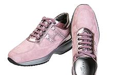 Zapato deportivo con cordones, en ante y piel metalizada rosa. Piso micro de plataforma.