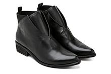Botín de piel color negro, con elástico en tobillo. Tacón 3cm. Piso antideslizante.