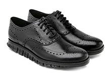Zapato con cordones en piel color negro. Puntera vega picada. Piso de goma.