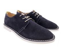 Zapato de cordones en ante azul marino. Piso blanco microporoso. Super ligero