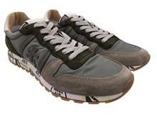 Zapatilla deportiva en ante y nylon kaki y beig. Piso de goma. Altura total 3 cm.