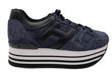 Deportiva en lona jeans azul con logo en piel. Piso de plataforma de 4 cm de goma.