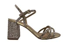Sandalia de tiras en paillette dorado en tiras y tacón. Piso de cuero. Altura total de 6 cm.