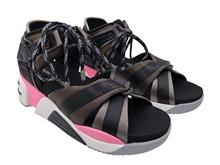 Sandalia deportiva de tiras. En tejido y goma multicolor. piso de goma de 5 cm. de altura total