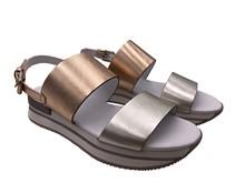Sandalia de dos tiras en piel metalizada plata y oro rosado. Plataforma de goma de 4 cm de altura