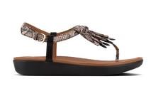 Sandalia de dedo en serpiente natural. Piso de goma. Cuña de 3 cm. de altura.