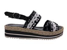 Sandalia de tiras trenzadas blancas y negras. Piso de goma de 4 cm. Vira de esparto