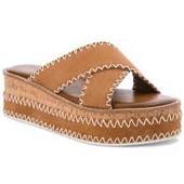 Sandalia cruzada en ante color tostado con pespuntes alrededor. Cuña de 5 cm. en ante y corcho.