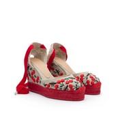 Alpargata en lino beig con bordados rojos. Cintas de algocón rojas. Cuña de esparto y lino 7cm.
