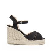 Alpargat tipo sandalia cruzada en lona de color negro. Cierre de hebilla. Cuña de 8 cm. de altura.