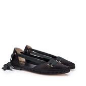 Alpargata plana con piso y vivo de esparto. En seda de color negro. Cintas de algodón negras.