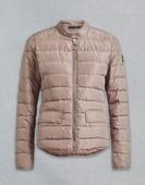 Chaqueta fina de nylon color visón claro. Con bolsillos. Cierre de cremallera. Pluma natural.