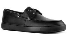Zapato tipo náutico de cordones en piel grabada negra. Cordones en cuero. Piso de goma extralight
