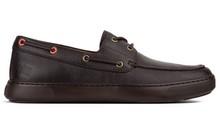 Zapato tipo náutico de cordones en piel grabada marrón. Cordones en cuero. Piso de goma extralig