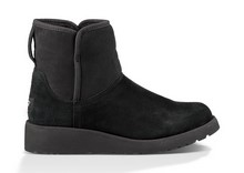 Botín corto en mouton natural color negro. Forro de lana. piso de goma de 4 cm. de altura.