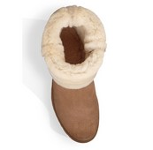 Botín largo de mouton natural de color tostado. Forro de lana. Piso de goma de 4cm. de altura.