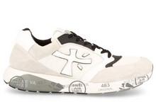 Deportiva en ante, nylon y piel combinada en blanco, negro y gris. Suela de goma . Altura 4 cm.