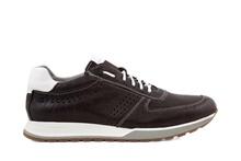Zapato deportivo de cordones en piel de color marrón. Sin forro. Piso de goma blanco.