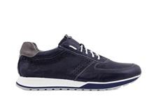 Zapato deportivo de cordones en piel de color zaul marino. Sin forro. Piso de goma blanco.