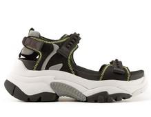 Sandalia de neopreno negro con cierres de velcro. Suela extragruesa de 5 cm. de altura.