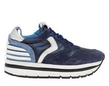 Deportiva en ante, mesh y piel en color azul con detalles plateados. Suela de goma con plataforma.
