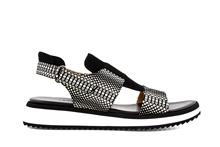 Sandalia de tiras en nobuc estampado blanco y negro. Piso grueso de goma blanco de 3 cm.