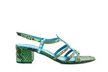 Sandalia de tiras en serpiente natural de colores azules y verdes. Tacón grueso de 4 cm. de altura.