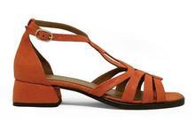 Sandalia de tiras en tejus naranja. Hebilla posterior. Tacón forrado de 3 cm. de altura.