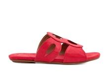 Sandalia tipo pala abotinada en material tipo tejus rojoTacón plano.