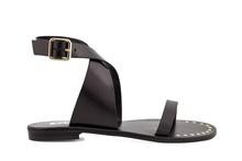 Sandalia de tiras atada al tobillo de piel de color negro. Hebilla posterior. 1 cm. de altura.