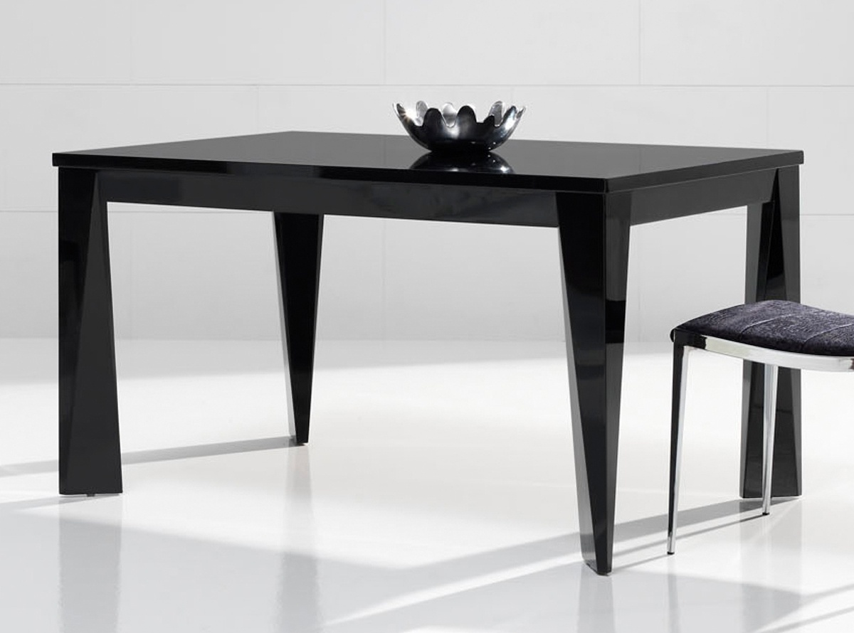 Muebles comedor figueres for Muebles de comedor mesas