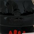 Firma del càntir de ceràmica amb senyera i lletres sobre engalba