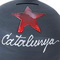 Detall de la guardiola de ceràmica negre amb estel roig i Catalunya