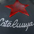 Detall del càntir de ceràmica amb estel roig i lletres Catalunya