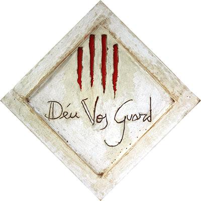 4 barres amb 'Déu Vos Guard'