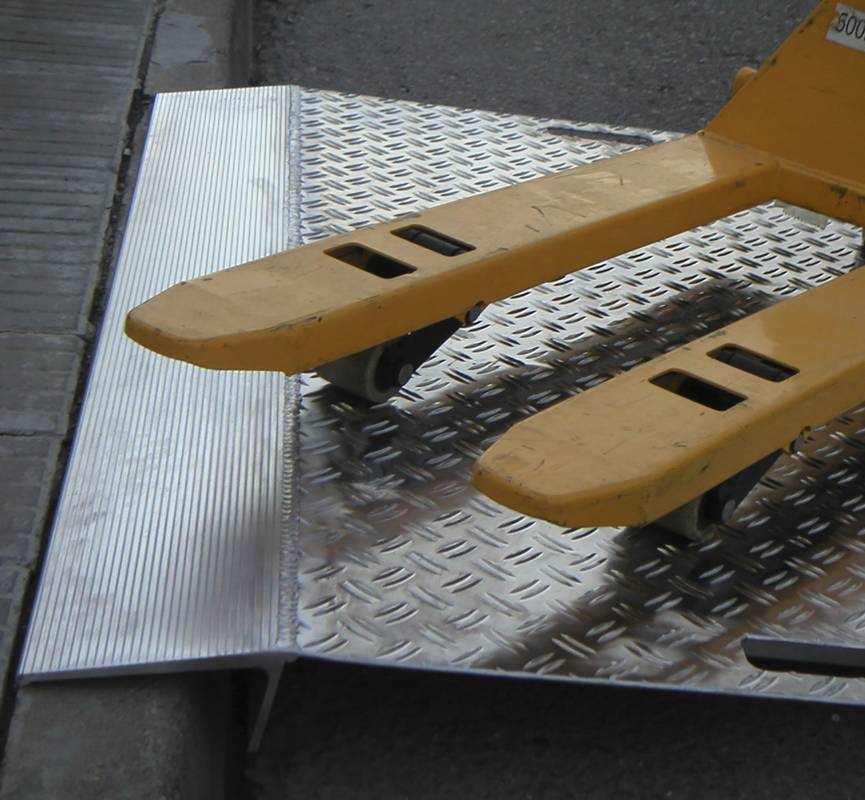http://dhb3yazwboecu.cloudfront.net/824//pasarela-carga-aluminio-producto.jpg