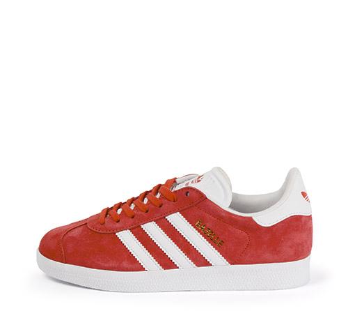 Ref. 3250 Adidas Gazelle serraje rojo con detalles en piel blanco. Cordones blancos de repuesto.